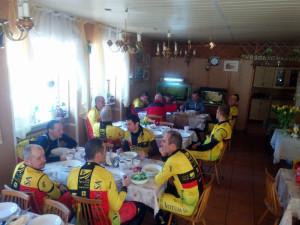 Wspólny posiłek bezpośrednio po treningu- to jest zawsze świetne w OW Kaliniec.