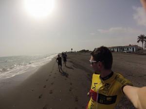 Poranne rozruchy na plaży przy słoneczku