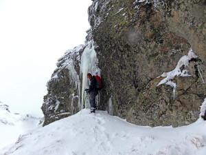 Piękne lodowe stalaktyty...niestety trzeba było je zepsuć, bo kompletnie blokowały przejście blisko ściany